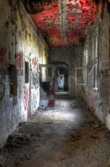 Wall Mural - Alter Korridor im Krankenhaus