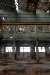 Verlassene Halle in einer Fabrik