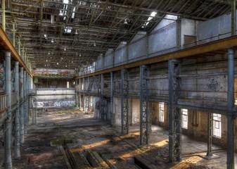 Wall Mural - Verlassene Halle in einer Fabrik