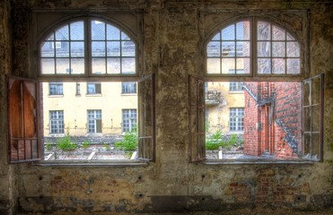 Wall Mural - Alte kaputte Fenster