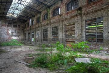 Wall Mural - Große alte verlassene Fabrikhalle