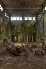 Wall Mural - Alte verlassene große Halle