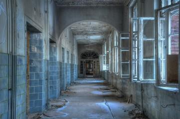 Keuken foto achterwand Oud Ziekenhuis Beelitz Corridor in an abandoned hospital in beelitz
