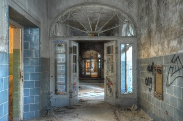 Keuken foto achterwand Oud Ziekenhuis Beelitz Old corridor in a abandoned hospital