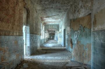 Wall Mural - Flur in dem verlassenen Krankenhaus in Beelitz