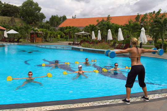 Aqua Gym: aerobics / fitness instructor in front of a group