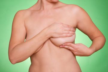 Schlaffe Brust nackt und sexy - Hngebusen Bilder von