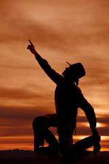 Fototapete - cowboy kneel silhouette point up