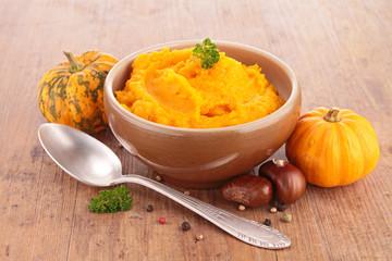 Fotobehang - bowl of pumpkin puree