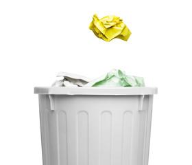 ゴミ箱と紙屑