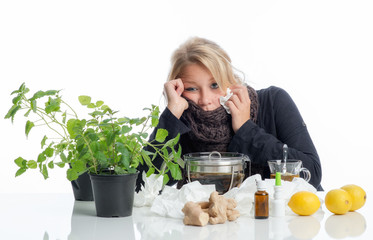 Kranke Frau mit Naturheilmitteln