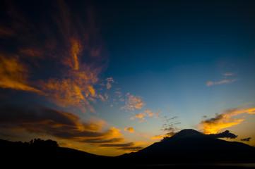 山中湖と富士山の夕空