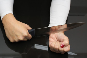 making suicide with cutting the veins with a razor knife