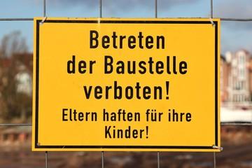 Betreten der Baustelle verboten!