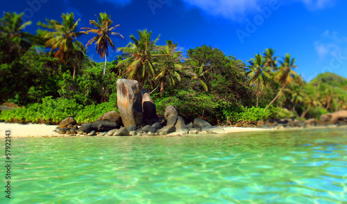 Plage paradisiaque des seychelles stock photo and royalty free images on pic - Image de plage paradisiaque ...