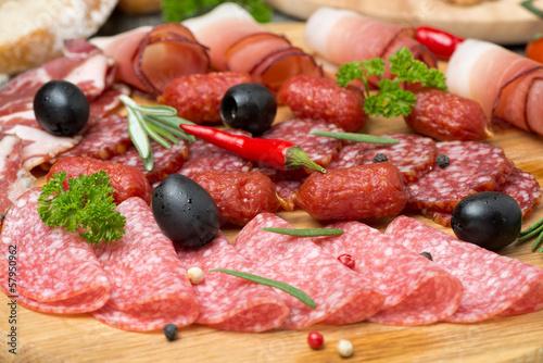 мясо, колбаса, оливки, сыр скачать