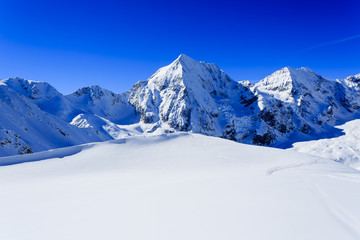 Fototapete - Winter mountains- snow-capped peaks of the Alps