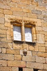 Conventual de San Benito de Alcántara, ventana gótica