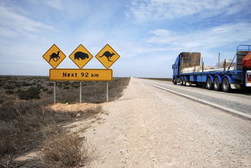 Keuken foto achterwand Australië Road train on the Eyre Highway