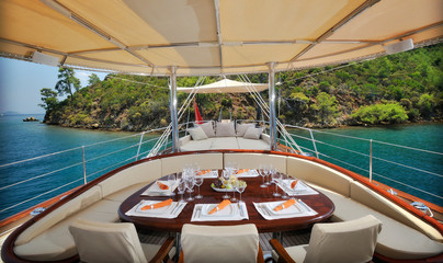 dinner table on the luxury sailboat