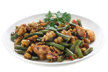 Green beans with chicken and walnuts