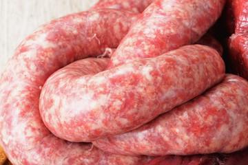 tagliere di carne di maiale cruda mista