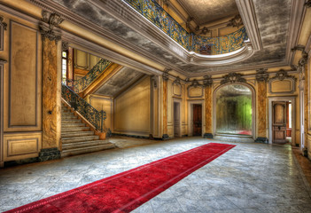 Fototapeten Schloss Red carpet in the hallway of an abandoned manor
