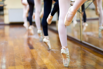 Ballerinas in pointe position