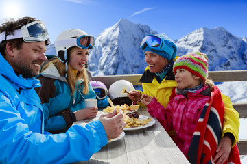 Wall Mural - Ski - skiers enjoying lunch in winter mountains