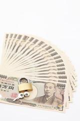 一万円紙幣と鍵