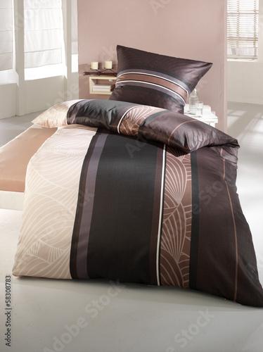 bettw sche braun beige stockfotos und lizenzfreie bilder. Black Bedroom Furniture Sets. Home Design Ideas