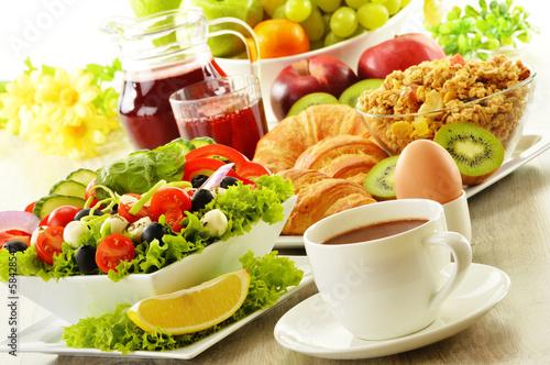 еда сок круасаны яйцо фрукты салат food juice croissants egg fruit salad бесплатно
