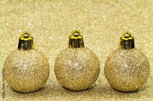 Goldene Weihnachtskugeln.Drei Goldene Weihnachtskugeln Stock Photo And Royalty Free Images