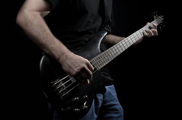 Bassist mit Bassgitarre