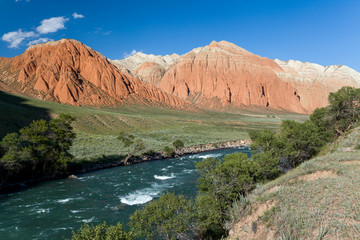 Fototapete - Colourful rocks and Kekemeren river, Kyrgyzstan