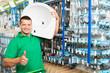 heimwerker kauft erfolgreich im baumarkt ein