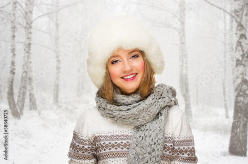 photo of girls on snow with hats № 18335