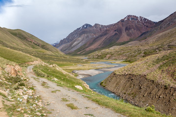 Fototapete - Road in wonderful Tien Shan mountains
