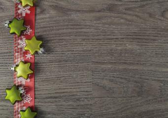Karte mit Weihnachtsbaumschmuck