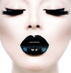 Foto op Plexiglas Fashion Lips Fashion Beauty Model Girl with Black Make up and Long Lushes