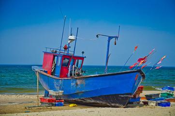 Kuter rybacki na brzegu fishing boat on coast