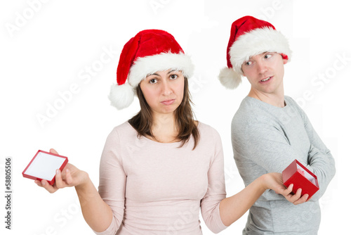 traurig schauende frau mit weihnachtsgeschenk stockfotos. Black Bedroom Furniture Sets. Home Design Ideas