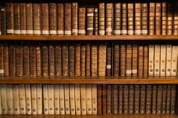 Livres dans une bibliothèque