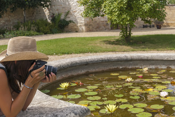 Woman take a picture, photograph, fond