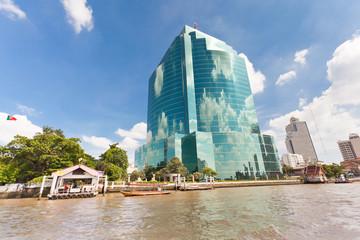 reflets de nuages sur tour de Bangkok, Thaïlande