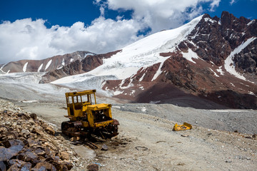 Fototapete - Abandoned bulldozer in mountains. Kyrgyzstan