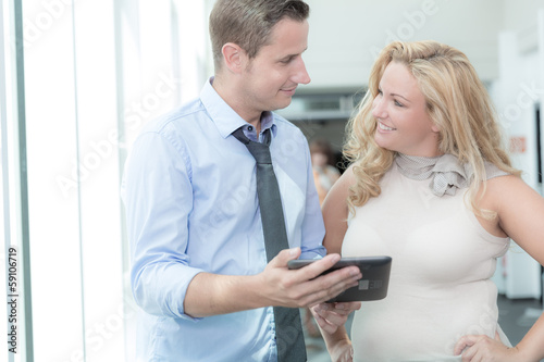 Kribbeln im Büro - Flirten am Arbeitsplatz