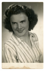 CIRCA 1945 - An unidentified young woman - Portrait