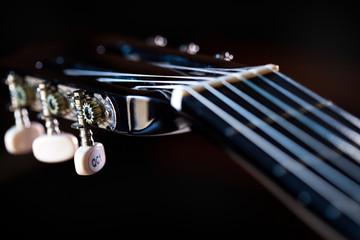 dettaglio paletta di chitarra classica