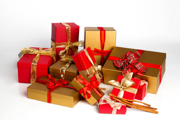 Many present boxes in gold and red